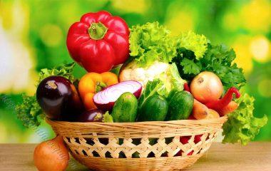 Chế độ ăn uống cho người bị bệnh sỏi thận rất đa dạng, phụ thuộc vào thành phần của sỏi. Tuy nhiên, một nguyên tắc chung nhất là phải uống không dưới 2 lít nước mỗi ngày.