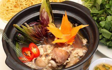 Canh Atiso Nấu Giò Heo là món ăn không thể thiếu trong bữa cơm gia đình của người dân xứ sở hoa anh đào, vùng đất hoa atiso quý giá sinh trưởng tốt...