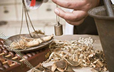 Hỗ Trợ Điều Trị Bệnh Viêm Niệu Đạo Bằng Thuốc Nam như: kim tiền thảo, bông mã đề, quả dứa dại... là một số loại thảo dược thường được...