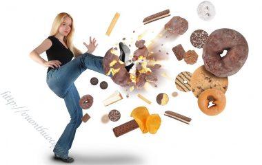 Bênh gout ( Gút ) và viêm khớp, sưng khớp thường đi cùng nhau vì cùng lý do sự rối loạn cuả chất Acid uric đã kết tụ tại các khớp xương và gân xung quanh làm sưng và gây đau nhức cho người bệnh.