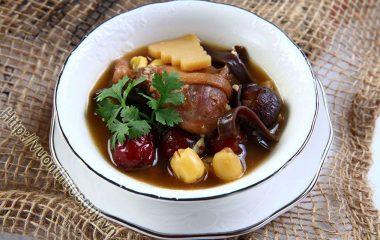 Món Ăn Bổ Dưỡng Từ Táo Tàu có tác dụng bổ ích tỳ vị, dưỡng huyết an thần, có hiệu quả điều trị với người tỳ vị suy nhược, ăn ít, phân loãng...