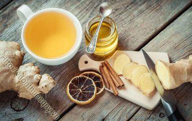 Phòng Cảm Lạnh Bằng Trà Quế Gừng; Món trà quế gừng ấm nồng sẽ vừa giúp bạn phòng chống các bệnh cảm cúm, viêm họng vừa mang lại cảm giác thư thái, dễ chịu khi thưởng thức...